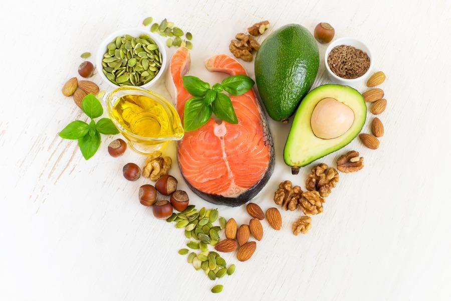cibo ricchi di omega 3 messo a forma di cuore