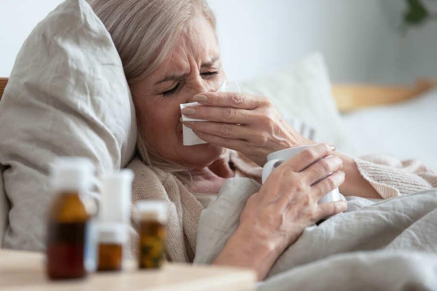 donna malata nel letto