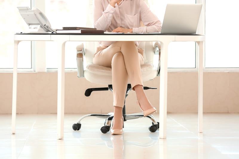 Read more about the article Vizi di postura? Attenta perché aumentano la cellulite!