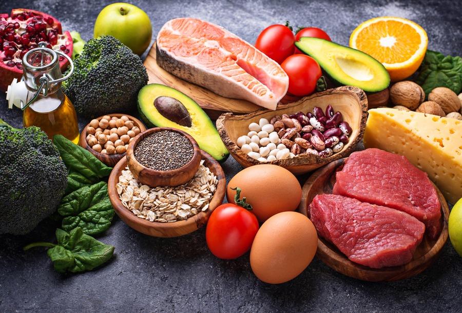 cibo ricco di grassi insaturi e proteine