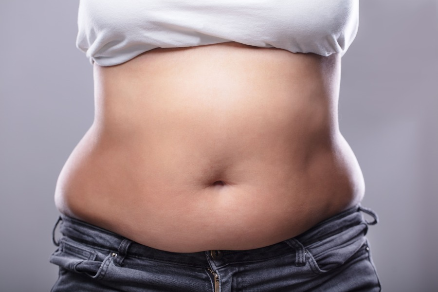 pancia in sovrappeso di donna